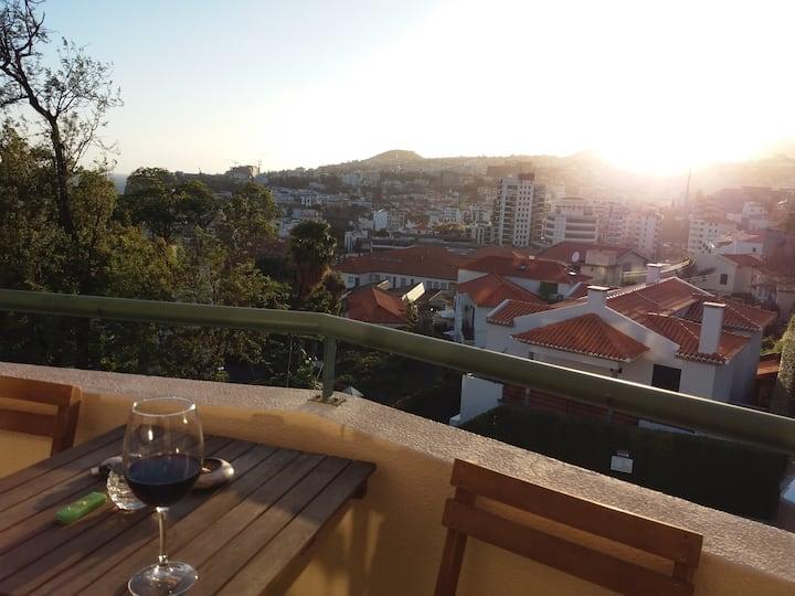 O Paraiso no Centro Do Funchal... R&V