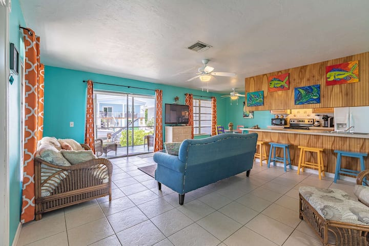 New Listing!!! Prime Time 2 - Charming Canal Front Home With Quick Open Water Access And Dockage
