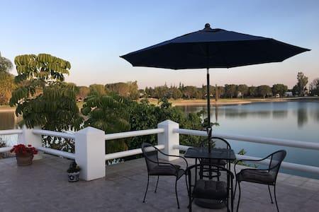 Lake house, in San Gil Golf Club. - San Juan del Río - 独立屋