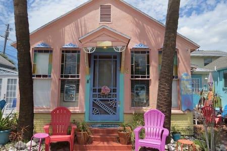 Mermaid Beach Cottage gulfside (30 steps to beach)