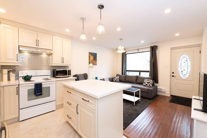 ☆ Modern Townhome In The Heart of Queen West ☆