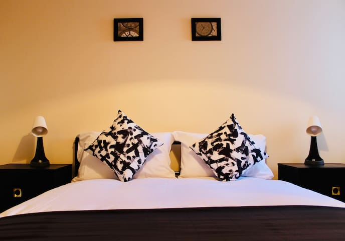 *Brand new apartments with gated parking (No 10)