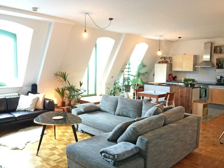 Stylisches Dachgeschoss-Loft mit großer Terrasse