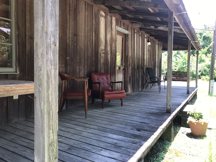 Cajun Cabin at 3 V Tourist Court
