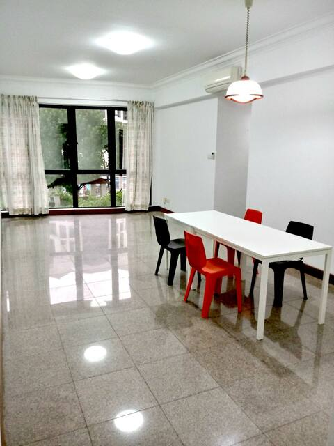 Bright Spacious Condominium near Airport & Expo