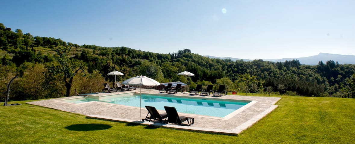 Charming apartment w/pool in Tuscany countryside