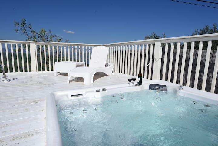 Daniel Suites with Private Jaccuzzi & Pool