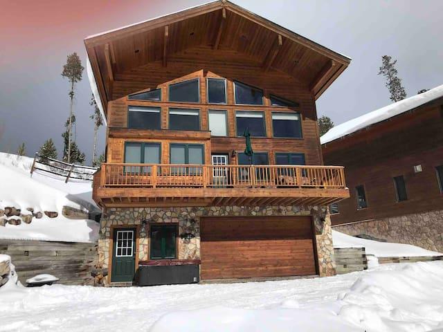 Beautiful Grand Lake year-round cabin, lake views