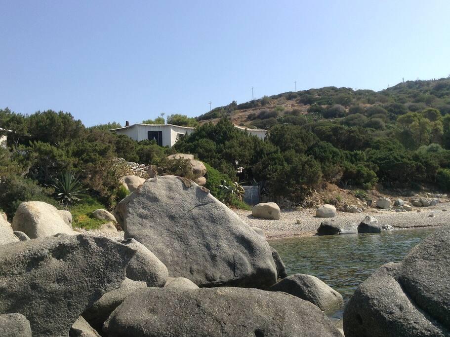 la casa; la spiaggia