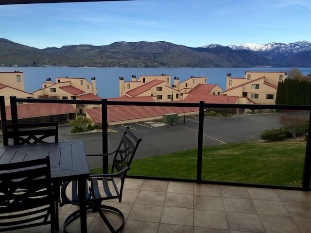 Beautifully Renovated Chelan Shores Two Bedroom