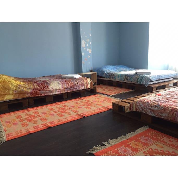 Большая спальня - Bedroom with three beds