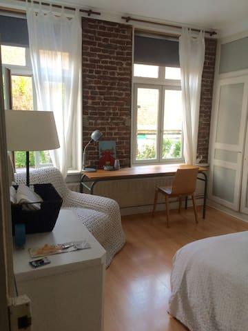 Romantique & Calme Room