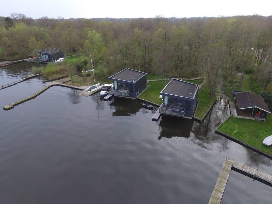 watervilla vanuit de lucht