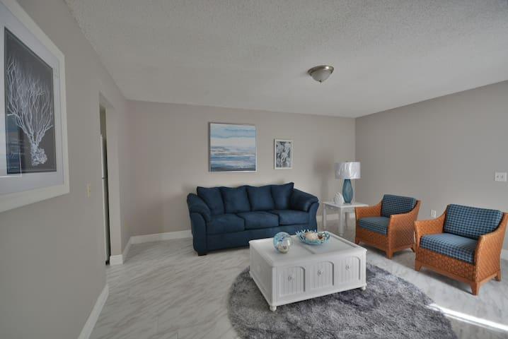 Modern beach blue remodeled 4 bedrooms 2.5 baths
