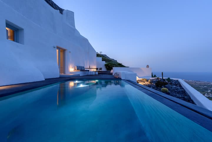 Delilah Villa with outdoor swimming pool