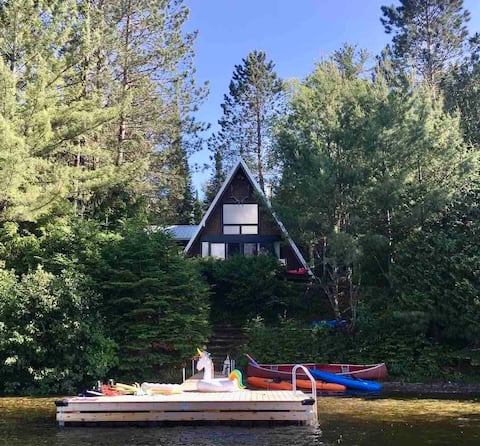 Cozy lake front cottage -  45 min Mont Tremblant