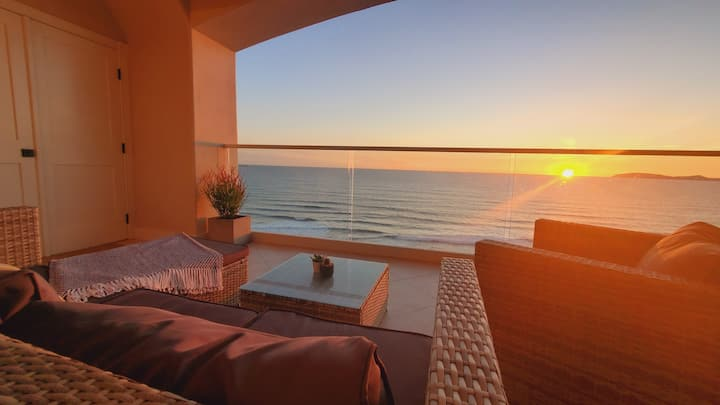 BEACH FRONT CONDO, PRIVATE BEACH & AMAZING VIEWS!!