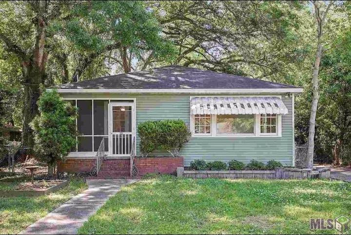 Cozy Cottage: Walk to LSU