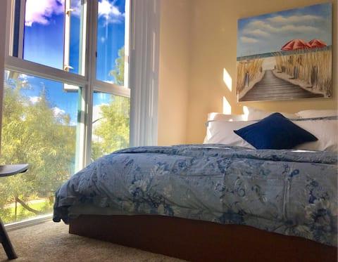 Large Cozy Bedroom - Best La Jolla UCSD Location
