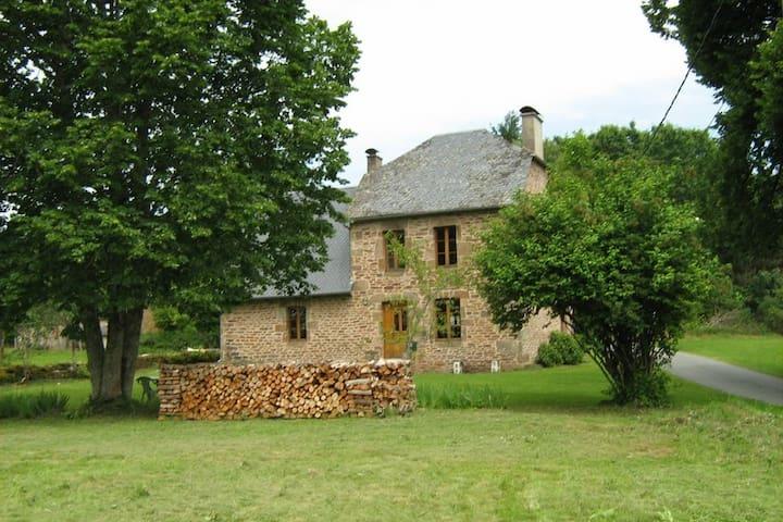 Maison Corrézienne  des champs et des bois.