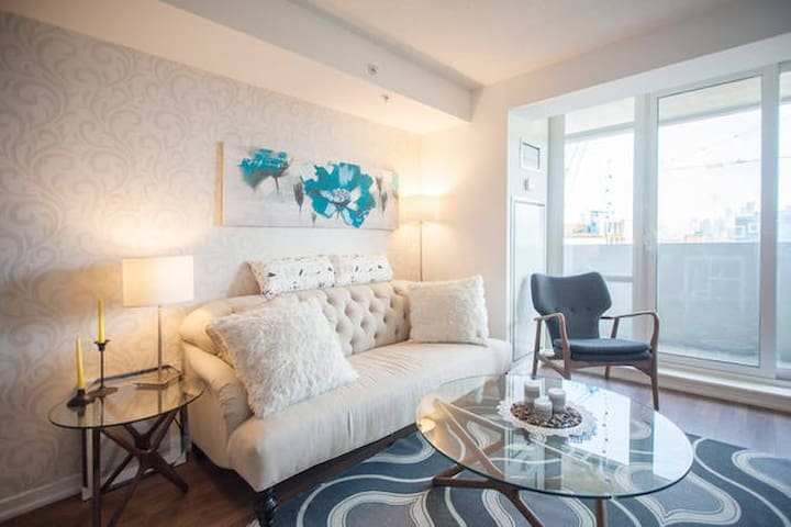 Trendy Queen West Private Room Apartments For Rent In Toronto Ontario Canada