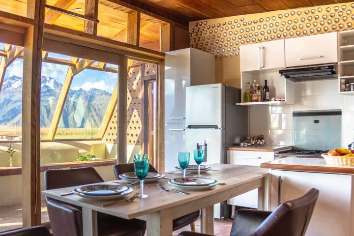Casa ecológica con vista a los glaciares andinos