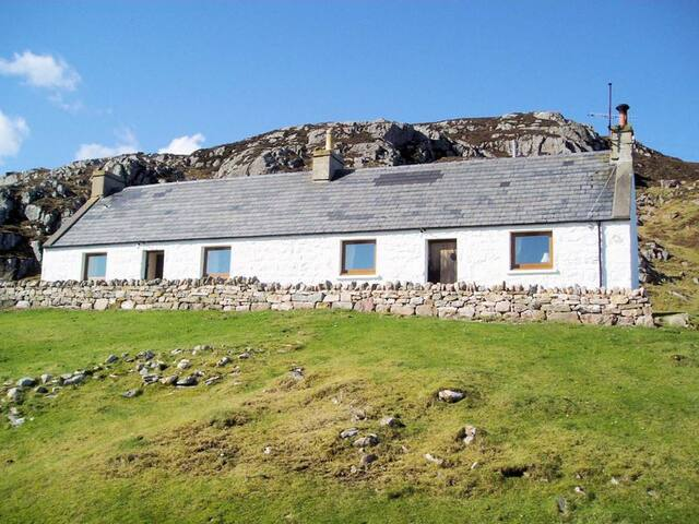 Traditional Scottish cottage - pet friendly.