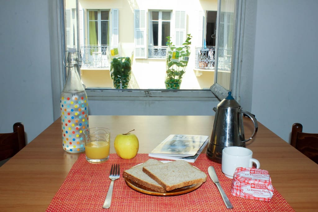 Bonjour! Start off the day with a tasty breakfast. Just open the window and let the sunshine in!