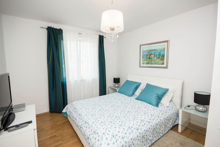 Apartment Marija 1 center & parking - Trogir - House