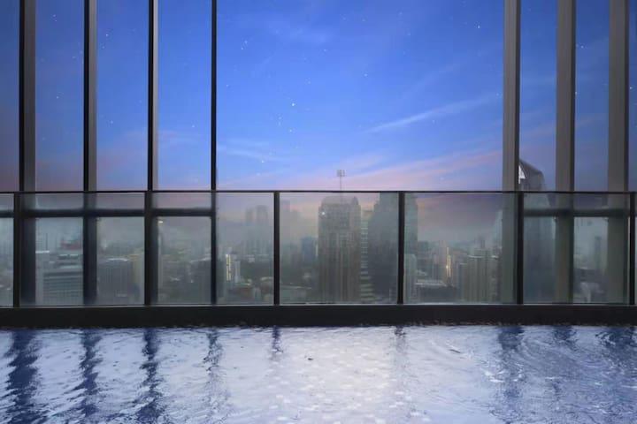 T5 23F 曼谷CBD富人区 豪华公寓 顶层50楼网红泳池 5Mins BTS 欧式两居