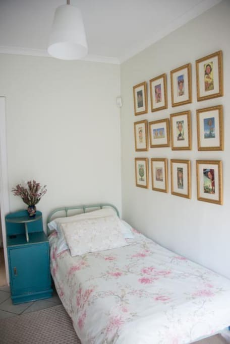 Single bedroom, adjacent to the double room.