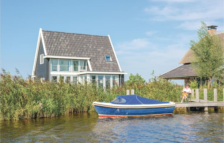 Holiday cottage with 2 bedrooms on 110m² in Giethoorn