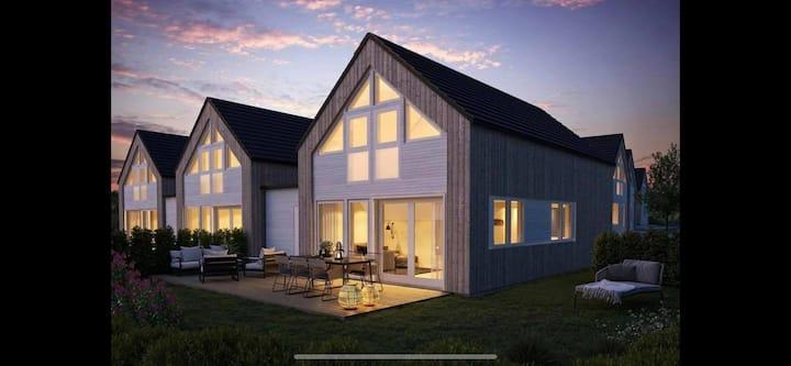 Moderne hytte rett ved sjøen i Åros!