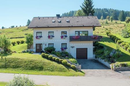 Prachtig appartement in Feldberg met een tuin