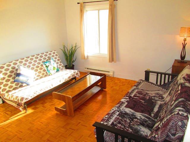 Cozy Apartment in Quiet Residential Area - Laval - Apartment