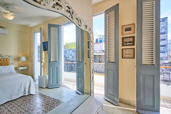 Master suite with ensuite bathroom and private balcony overlooking Calle Cuarteses, and the Museum of the revolution and the Loma de Angel where Fast and Furious was filmed
