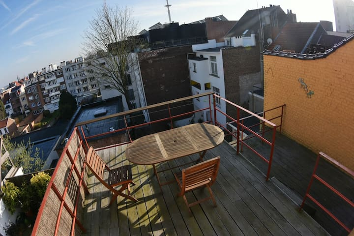 A comfortable stylish room - leafy upmarket area - Ixelles - อพาร์ทเมนท์