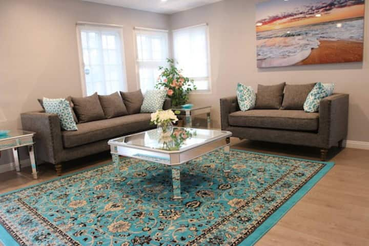 NEWLY Remodeled Charming House Near LAX