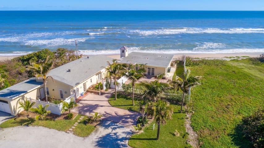 Seagrape Cottage- enjoy the beach as you backyard!