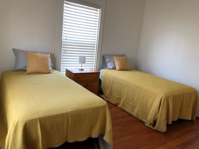 Cozy Twin Beds 1st Fl @ Shared House (Framingham)