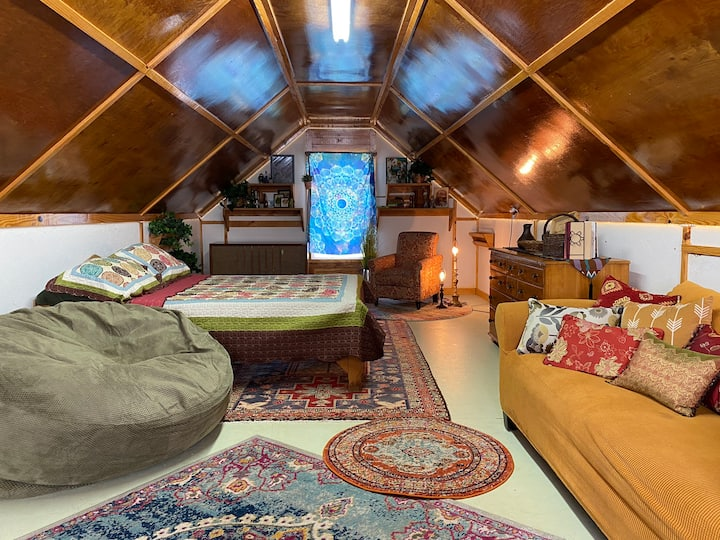 The Drifter's Den at 84 W: Farm and Retreat