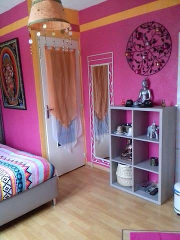 "La chambre ""new delhi"" chez CHRISTALINE"