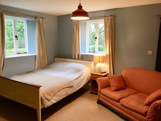 Spacious but cosy double room in Suffolk home