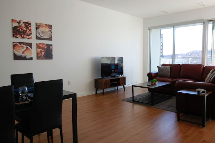 ♡Spacious Upscale/King Bed/Streetcar/Walkable