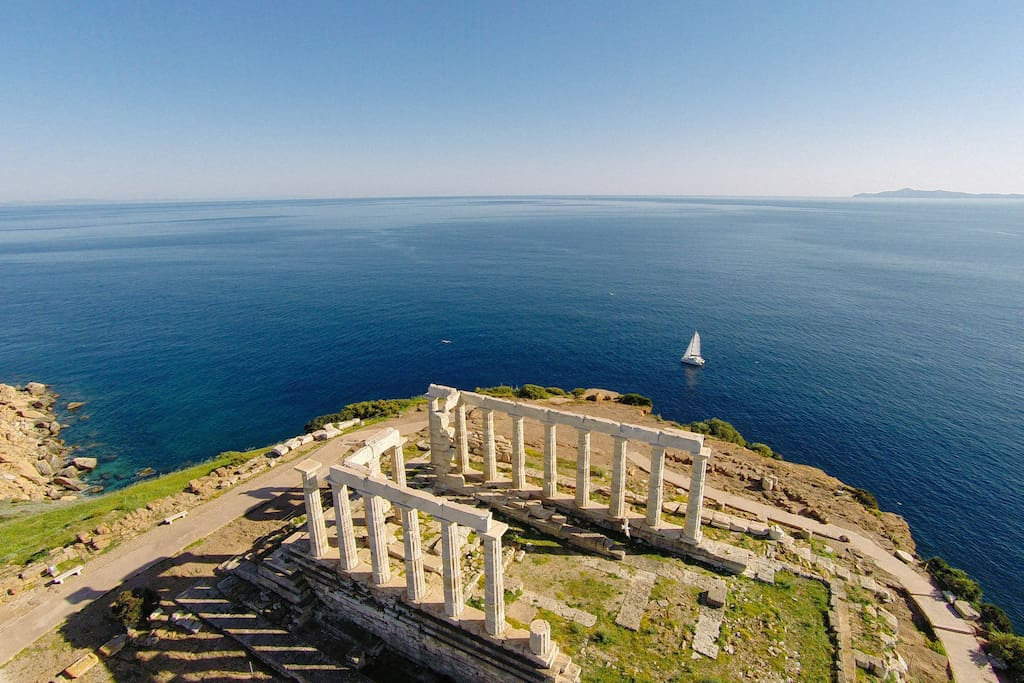 Daily or weekly sailing excursions in nearby islands!