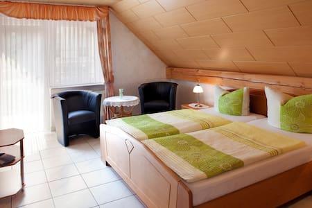 Ferienweingut Thiesen - Doppelzimmer 4 - Ellenz-Poltersdorf