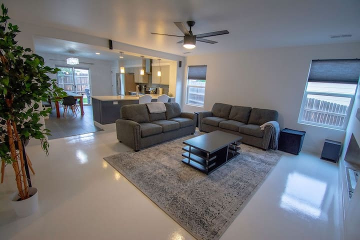 Comfort Awaits - Casa Blanca Denver