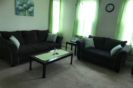 ** LONG TERM AVAILABLE**  2/1 Upstairs Apartment