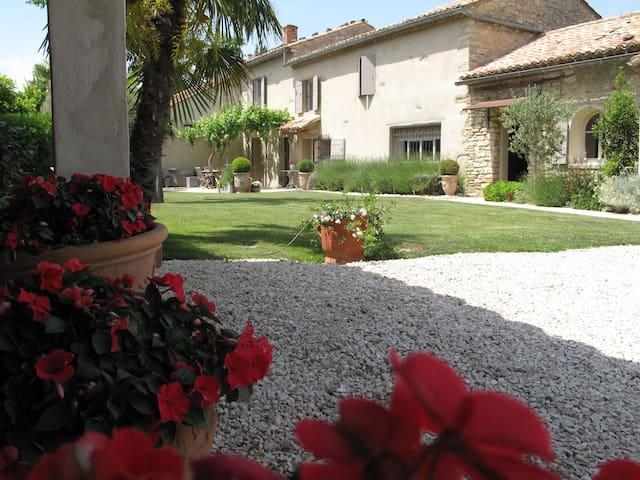 Le mas de l'Olivier Loriol du Comta - Loriol-du-Comtat - Bed & Breakfast
