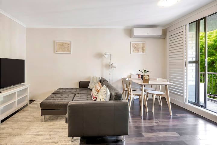 Trendy & Modern Surry Hills Abode with Parking